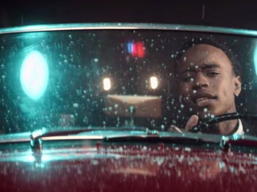Rejjie Snow revient tout en douceur avec « All Around The World »