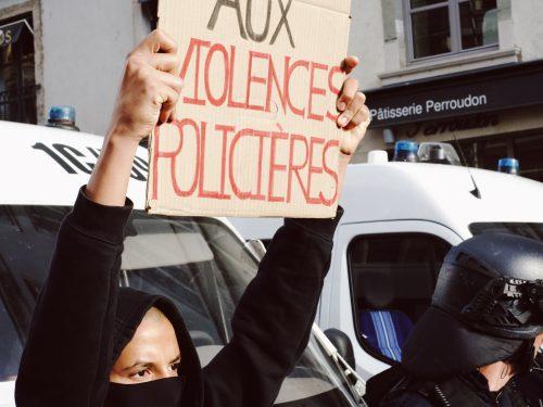 Violences policières: la parole au rap français